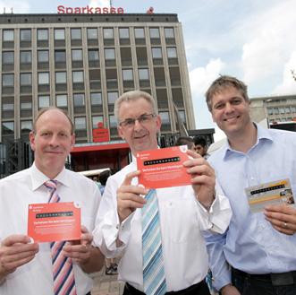 Burgermeester Bernd Tischler en Topman Thomas Schmidt van de Sparkasse in Bottrop